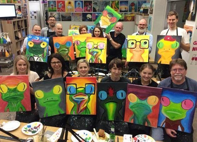 Group of SU frogs.jpg