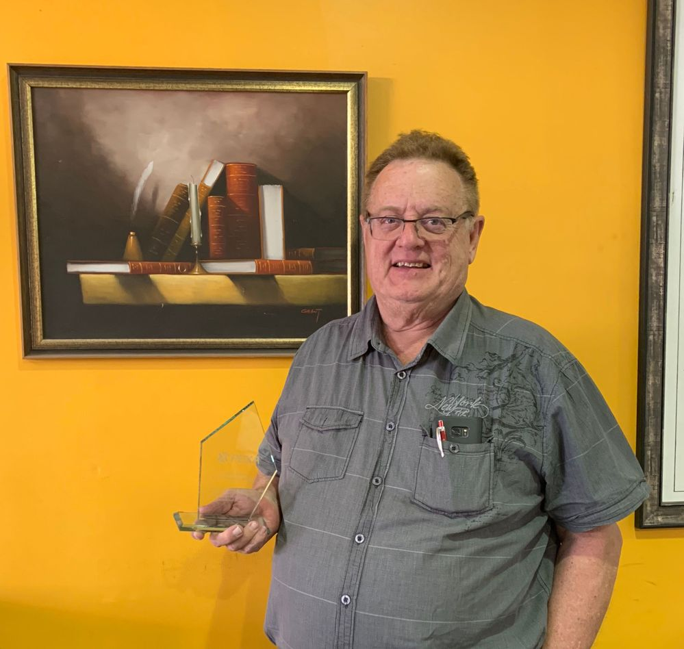 Roger Scott proudly presenting his trophy